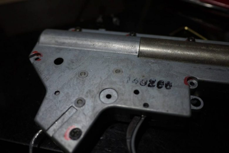 ヤフオクの中古電動ガン(自称ショップカスタム済)M4メカボ解説 やってはいけない内部カスタムの失敗満載!!
