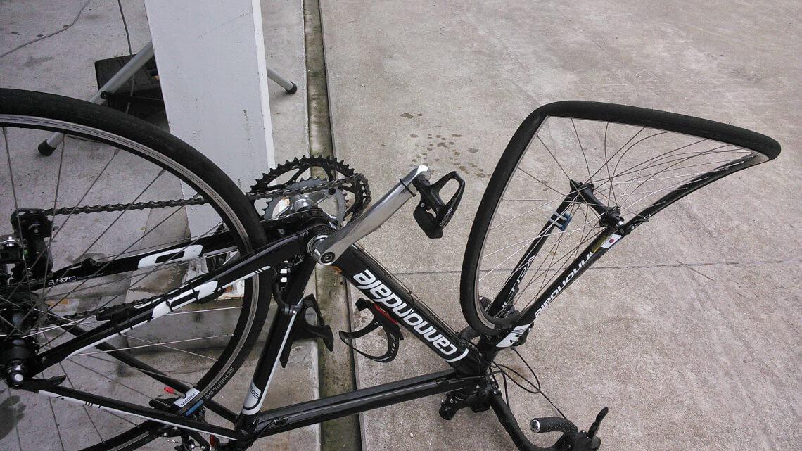 落車で壊れた ロードバイク 修理しました フォークと前輪の交換